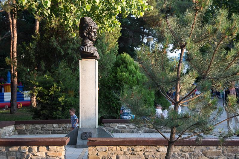 Памятник Бескровному