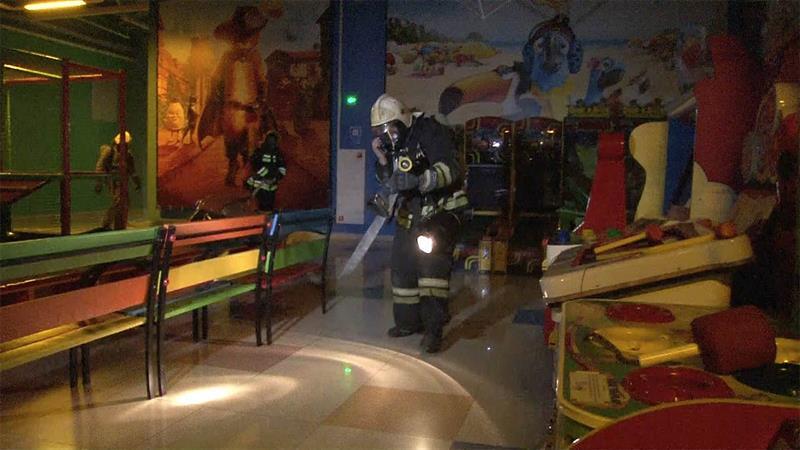 Пожарники в ТЦ
