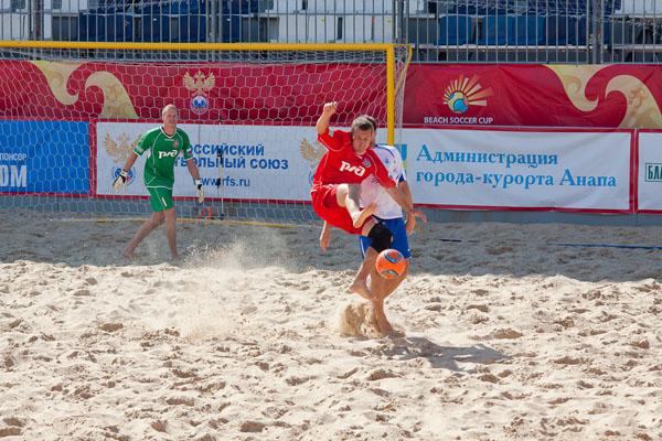 Футбол на пляже в Анапе.